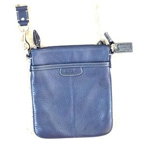 💕 Coach navy leather crossbody purse nice 💕